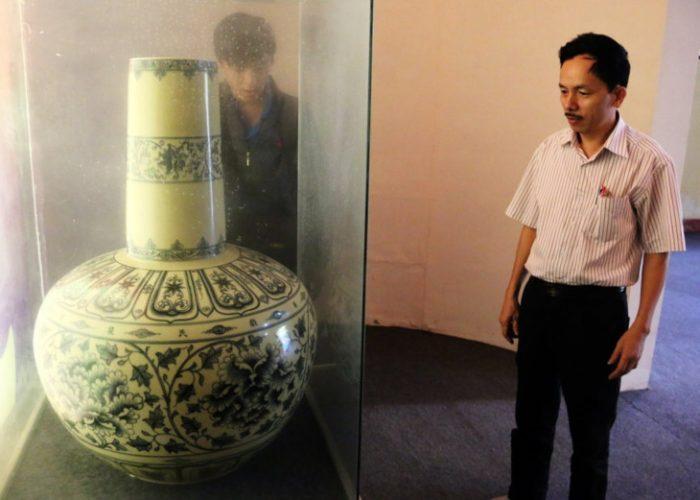 Phiên bản chiếc bình quốc bảo tại Bảo tàng Topkapi Saray, Istanbul (Thổ Nhĩ Kỳ)